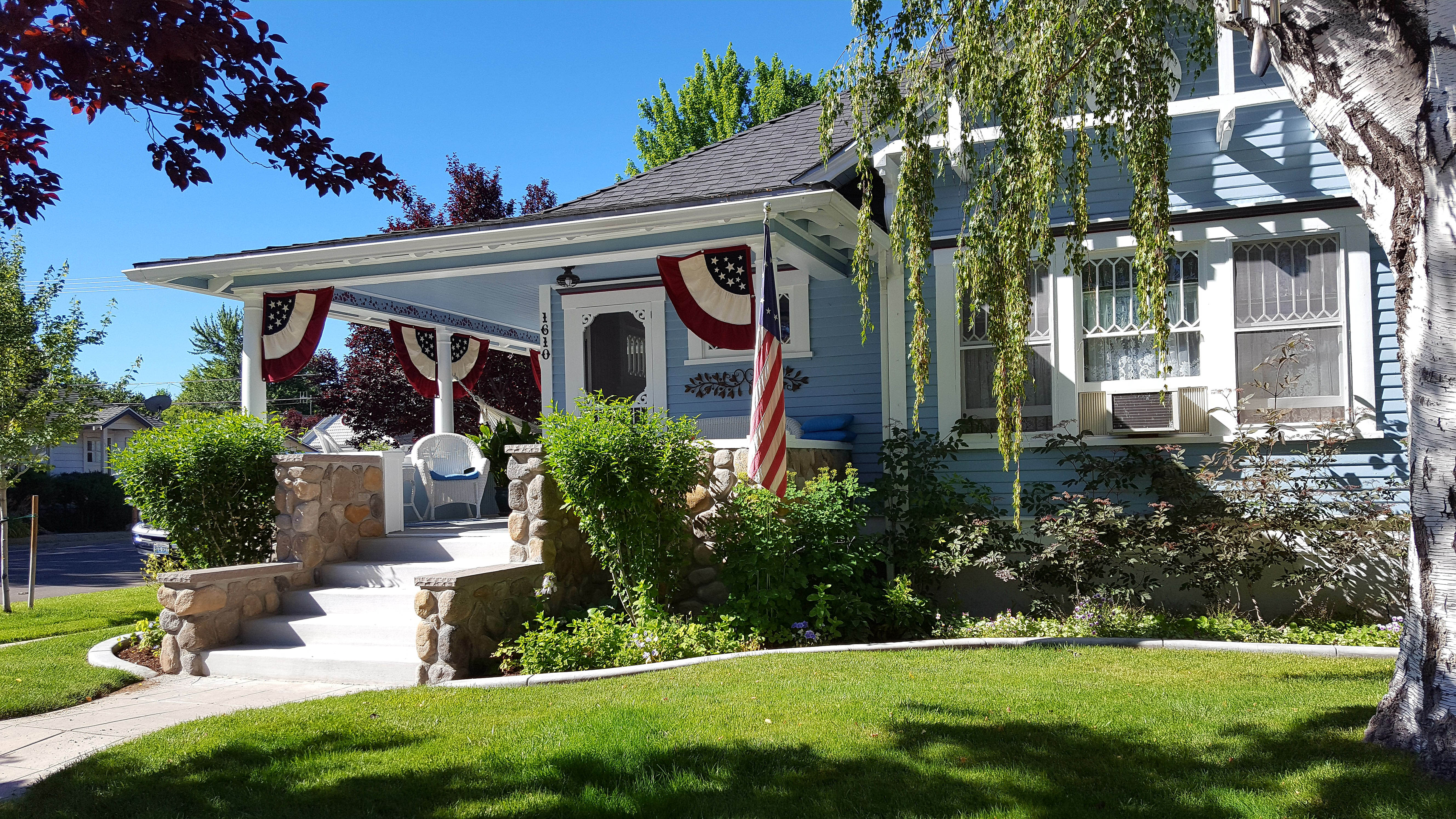 home with 4th of July decorations